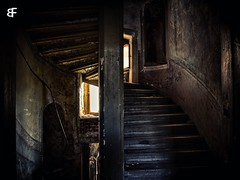 In the dark (baumfinder) Tags: abandoned verlassen verfall decay villa manison staircase dark urbex urbanexploration