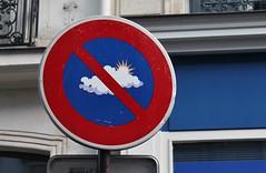 Clet_6725 rue des Petits Hôtels Paris 10 (meuh1246) Tags: streetart paris clet ruedespetitshôtels paris10 cletabraham panneau