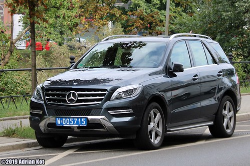Mercedes-Benz ML W166 with diplomatic plates
