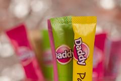 Avec ou sans ? With or without ? (Gisou68Fr) Tags: macromondays brandsandlogos sucre sugar couleurs colors colours bokeh