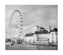 The Wheelie (Thomas Listl) Tags: thomaslistl blackandwhite biancoenegro noiretblanc monochrome london england uk greatbritain londoneye ferriswheel urban city river thames waterscape urbanlandscape contemporarylandscape sky ngc