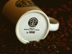 Starbucks (ingrid eulenfan) Tags: macromondays macro makro tasse cup kaffee coffeepot coffee kaffeebohnen stillleben stilllife brandandlogos marke logos coffeebreak starbucks