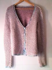 (Ponto e virgula) Tags: tricot knitting cardigan laine scandinavianspring basketweave pink white dappled