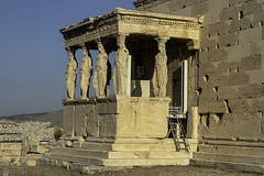 Les Cariatides (monilague) Tags: cariatides acropole athène antiquité monument athens athena antic caryatidsandioniccolumns tympanumandarcades