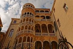 Venezia / Scala Contarini de Bovolo / 1/2 (Pantchoa) Tags: scalacontarinidebovolo venise italie vénétie tour architecture nuages arcades escalier spirale