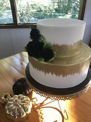 IMG_6190 (backhomebakerytx) Tags: backhomebakery back home bakery texas texasbakery two tier wedding bride brides gold brush stroke smooth