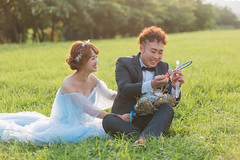 (245) (菲瑪影像Pegasus.ImageStudio) Tags: 台灣 婚紗 高雄 逆光 草地 泡泡 藍色