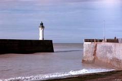Le phare de St-Valery-en-Caux (Philippe_28) Tags: saintvaleryencaux caux 76 seinemaritime france europe normandie normandy argentique analogue camera photographie film 135