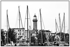 Warnemünde (unukorno) Tags: warnemünde rostockwarnemünde sw bw blackwhite frame ostsee balticsea lighthouse leuchtturm marina monochrome