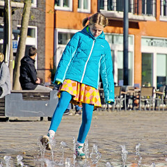 Water Ballet (Hindrik S) Tags: water fountain girl playing famke meisje fille mädchen people candid streetphoto strjitfotografy strasenfotografie straatfotografie wilhelminaplein saailân zaailand liwwadden ljouwert leeuwarden wetter wasser leau sonyphotographing sony sonyalpha a77ii α77 slta77ii sonya77ii sonyilca77m2 tamronaf16300mmf3563dillvcpzdmacrob016 tamron 2019 on1photoraw2019 on1pics