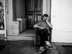 Sleeping in Buenos Aires (Aurélien B.) Tags: urbanlifeinmetropolis street photography buenos aires man sleeping black white city nap