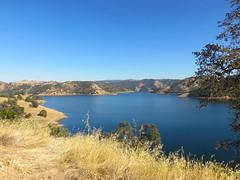 California, New Melones Lake (Traveling with Simone) Tags: newmeloneslake california usa californie sierranevadamountains montagne sierranevada lake lac hwy49 landscape