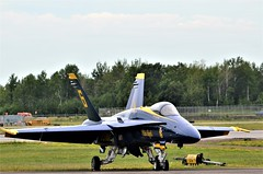 F/A-18C Hornet, U. S. Navy, Blue Angels No 6, Minnesota, Duluth Air Show 2019 (EC Leatherberry) Tags: usnavy military aircraft fighteraircraft minnesota duluthminnesota stlouiscounty airshow fa18hornet blueangels duluthairshow2019