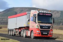 IAN S. ROGER MAN TGX 500 R55 NOF (Darren (Denzil) Green) Tags: man transport keith wilcox trucks trailer 500 livestock xxl contractors haulage livestocktransport tgx mantrucks generalhaulage mantgx generaltransport iansroger r55nof rogertransportkeith theforgieglutenfreegold tipper bulktransport bulkhaulage