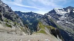 At this gras terrace it's best to head for the wall (Vincent_Thonnart) Tags: gasteretal kandersteg halpigang schweiz suisse alpes alpen switzerland hiking wandern randonnée im halpi fisistock