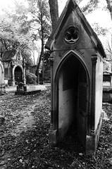 (Eric Jan Zen) Tags: père lachaise cimetière bw tmax paris
