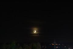 Moon vs. Jupiter / @ 75 mm / 2019-10-31 (astrofreak81) Tags: explore jupiter mond luna clouds wolken moon planet stars tree light night sky dark konjunktion konstellation dresden 20191031 astrofreak81 sylviomüller sylvio müller