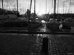 Le dernier rayon avant la nuit !!! (François Tomasi) Tags: larochelle françoistomasi monochrome blackandwhite noiretblanc yahoo google flickr 2019 sudouest charentemaritime france europe 17 17000