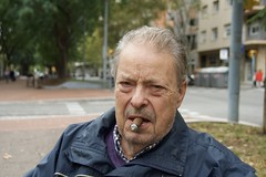Antoni, fumador d'havans, mai a la vida ha fumat una cigarreta, assegut tranquil.lament en un banc de l'Avinguda de Josep Tarradellas. (heraldeixample) Tags: home man mes hombre homme männer gizonen mænd viroj fir dynion άνδρεσ lelaki homens ผู้ชาย erkaklar 男人 heraldeixample bcn barcelona spain espanya españa spanien catalunya catalonia cataluña catalogne catalogna habano havà havana smoker fumador havane havanna ngc albertdelahoz antoni