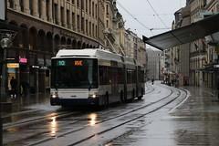 2019-11-03, Genève, Rue de Rive (Fototak) Tags: trolleybus filobus obus swisstrolley maxitrolleybus hess genève switzerland geneva tpg ligne10 787