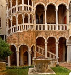 Venezia / Scala Contarini de Bovolo  2/2 (Pantchoa) Tags: scalacontarinidebovolo venise italie architecture puits façade arcades colonnes escalier vénétie europe