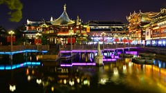Shanghai - Yu Yuan (cnmark) Tags: china shanghai huangpu district yu yuan garden huxinting teahouse ninebendsbridge crooked bridge night light lake reflections fountain historical historic classic building buildings gebäude nacht nachtaufnahme noche nuit notte noite 中国 上海 黄浦区 豫园 湖心亭 九曲桥 ©allrightsreserved