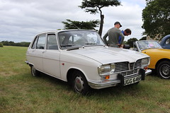 Renault 16 UGG646H (Andrew 2.8i) Tags: festival unexceptional buckinghamshire middle claydon meet show coche voitures voiture autos auto cars car french hatch hatchback 16 renault ugg646h