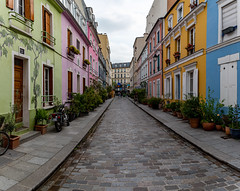 rue en couleur (Rudy Pilarski) Tags: nikon d750 dowtown city color ciudad couleur colour capitale ciel cloud sky cloudy nuage nuageux