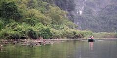 Entre loto (rraass70) Tags: canon d700 paisajes rio agua ninbinh deltadelriorojo vietnam