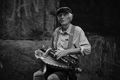 Il musicista. (Martina Monti Condesnitt) Tags: man musicant musicista napoli italy uomo anziano ritratto