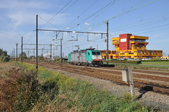 Lineas 2840 Antwerpen Noord (Davy Beumer) Tags: antwerpen noord hle28 lineas traxx alphatrains blok9 b9 lijn27c lijn27a l27c l27a