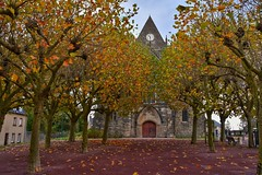 Sainte Mere Eglise (Steve.T.) Tags: stmereeglise saintemereeglise church normandy dday france overlord battle nikon d7200 sigma18200 architecture autumn autumncolours oldbuilding building worldwar2 ww2 secondworldwar history historic historicbuilding