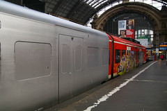 425 023-9, Frankfurt, October 30th 2017 (Southsea_Matt) Tags: 4250239 class425 db deutschebahn emu electricmultipleunit train railway railroad vehicle publictransport passengertravel canon 80d october 2017 autumn germany rb58 graffiti
