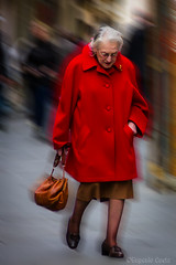 Lady Red (Eugenio GV Costa) Tags: approvato ritratto red lady portrait rosso street persone donne donna women woman colore coloured outside