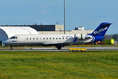 N879AS (SkyWest) (Steelhead 2010) Tags: skywest bombardier canadair crj crj200 yul nreg n879as
