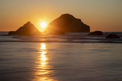 Bandon Sunset (Gary Grossman) Tags: ocean pacific pacificnorthwest pacificocean pacificcoast bandon bandonbythesea sunset sundown reflection garygrossmanphotography garygrossman oregon landscapephotography nature