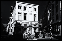 2019-09-15-Bruxelles-11Pt (Pontalain) Tags: apartment architecture black blackandwhite building city darkness downtown facade home house infrastructure labels logos metropolis mixeduse monochrome monochromephotography neighbourhood night photography road street style thepentagon town tree urbanarea white window bicyclette contrejour l ombre pharmacie rue vélo bruxelles régiondebruxellescapitale belgique