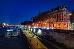 Paris-quai-de-Seine (nasser.azli1) Tags: paris france la seine laseine lightroom leicaq photography photoshop night bateauxmouches
