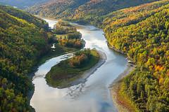 """Here comes the sun"" (Beatles) (Ceomga) Tags: claudehamel automne autumn otoño leverdujour sunrise salidadelsol rivière river río rivièrerestigouche"