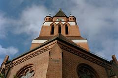 Berlin Lankwitz Kirche 2.11.2019 (rieblinga) Tags: berlin steglitz lankwitz kirche himmel wolken blau gebäude stein 2112019 revue ac4 agfa vista plus 200 asa c41