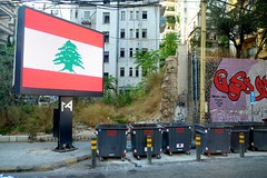 BEIRUT - ALL BILLBOARDS SWITCHED TO CEDARS (Maikel L.) Tags: asia asien westasia middleeast naherosten lebanon liban libanon beirut beyrouth revolution billboard flag cedar lebanese بيروت لبنان ثورة trashcan müllcontainer street