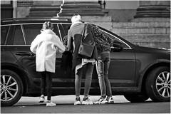 Curious? (Hindrik S) Tags: three trije people trois back leute menschen rug peuple drei mensen lju drie rücke minsken auto door car tür wein wagen portier doar 16300 rêch tamronaf16300mmf3563dillvcpzdmacrob016 blackandwhite zwartwit sony alpha tamron amount wyt swart sonyalpha minoltaamount sonyphotographing swartwyt on1pics on1photoraw2019 candid streetphoto zwart wit schwarz 2019 weis schwarzweis schwarzaufweis strase straatfotografie strasenfotografie strjitfotografy