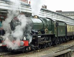 48 6024 King Edward I and support coach, Shrewsbury Station P1030813sp (Clementinos2009) Tags: 2011cathedralsexpresstoludlowandshrewsbury11thjune steamdreams 6024kingedwardi shrewsburystation