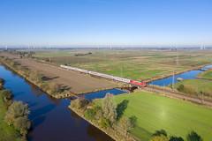 Der IC 2201 (Klaus Z.) Tags: eisenbahn kbs 395 gandersum ostfriesland br 101 personenzug intercity ic 2201 db fernverkehr spiegelung kanal drohnenbild herbst