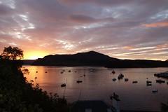 DSC03084 Sunrise, Portree (Fernando Sa Rapita) Tags: scotland skye isleofskye portree sunrise amanecer clouds nubes sea seascape mar paisaje barcos boats sony sonyrx100 sonydscrx100