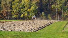 Jesień w polu... (Robert Bębenek) Tags: jesień autumn pole traktor field październik october