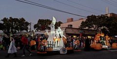 Magnolia's electric Halloween parade (Seattle Department of Transportation) Tags: seattle sdot transportation donghochang magnolia electric halloween parade 2019 float pumpkins mcgraw ghosts