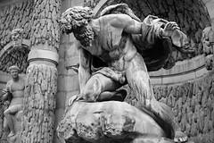 Fontaine Médicis - Polyphème (1630) (just.Luc) Tags: bn nb zw monochroom monotone monochrome bw sculpture escultura statue estatua statua beeld beeldhouwwerk skulptur nu nude nudo desnudo naakt nackt naked man male homme hombre uomo mann parijs parigi paris îledefrance france frankrijk frankreich francia frança metal metaal brons bronze baard barbe barba bart beard polyphème cycloop cyclops cyclope mythology mythologie greekmythology europa europe art kunst