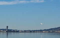 and off to Paris (Riex) Tags: airfrance af83 boeing777 jumbojet airplane avion takeoff decollage sfo sanfrancisco bay baie california californie g9x