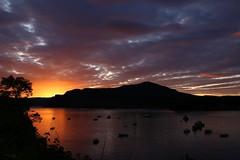 IMG_5582 Sunrise, Portree (Fernando Sa Rapita) Tags: scotland skye isleofskye portree sunrise amanecer cielo sky clouds nubes sea mar boats barcos silhouette silueta canon canoneos eos6d sigma sigmaart sigma35mm